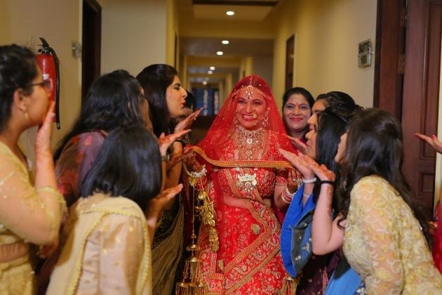 Bride with bride maid's - wedus