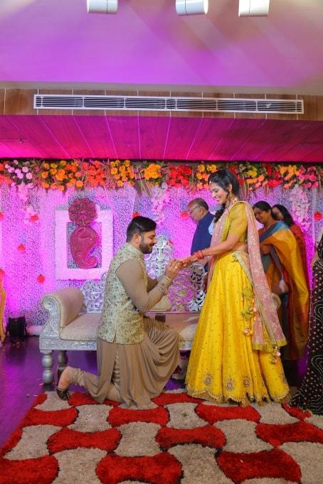 Bride proposing groom